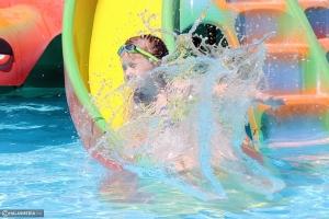 Kis türelem kell:  péntektől használható az úszómedence (galéria)