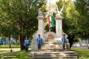 Zászlófelvonás október 23-a tiszteletére (galéria)