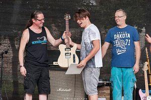 Díjazott halasi gitáros