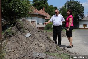 Új parkolókat és aszfaltot kap a Kazinczy utca
