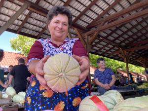 Gyümölcskínálat a piacon