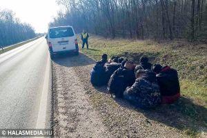 Lebuktak a román embercsempészek