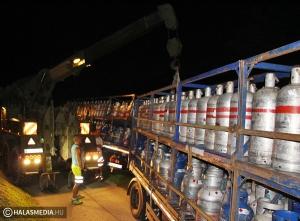 Éjszakába nyúló kamionmentés a Határ úton (galériával)