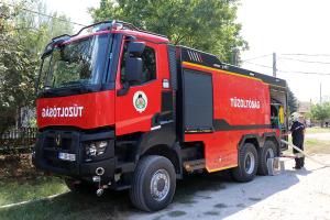 Kisteherautó és fóliasátor égett a Felsőöregszőlőkben