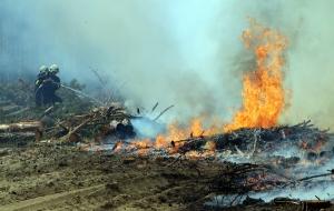 Vágási hulladék égett, több hektáron