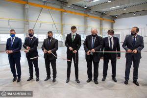 Szijjártó Péter avatta fel a Merkbau új üzemcsarnokát (galéria)