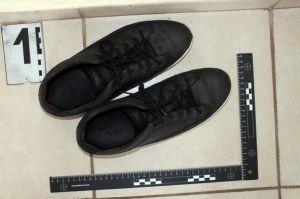Elképesztő: a cipőjét is elrabolta