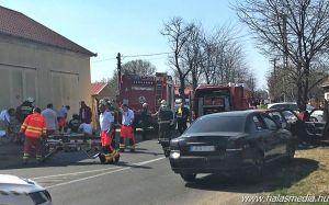 (►) Mentőhelikopter az Átlós úton, életveszélyes sérült a balesetben