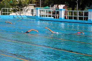 Hétvégéig kint is úszhatunk