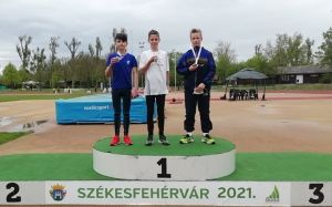 Halasi atléta győzelem, érmek Fehérvárról