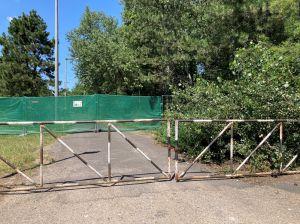 Készül a szabadidőközpont – munkaterület a Csetényi park