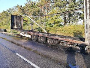 Kigyulladt egy kamion Kisszállás és Mélykút között
