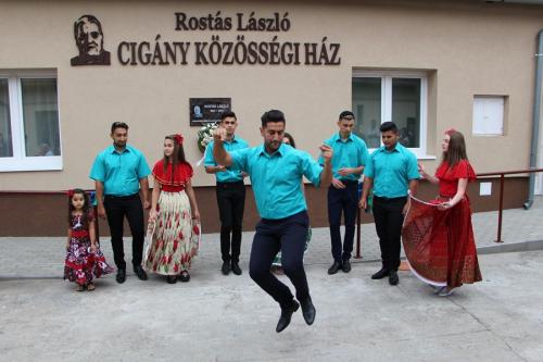 Rostás Lászlóról nevezték el a cigány közösségi házat (galéria)