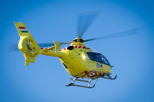 Mentőhelikopter vitte el az elgázolt gyalogost
