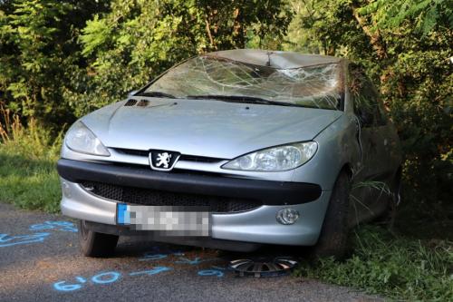 Felborult egy Peugeot az 53-as főúton