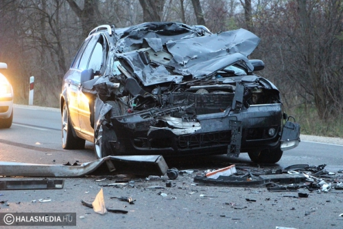 Audi ütközött egy kamionnak (galériával)