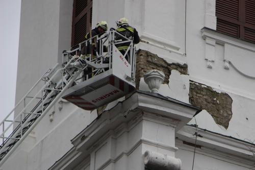 Élet- és balesetveszély a templomnál